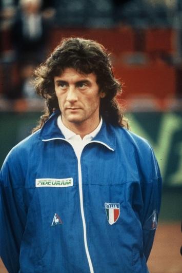 200409 Paolo Cane in maglia azzurra